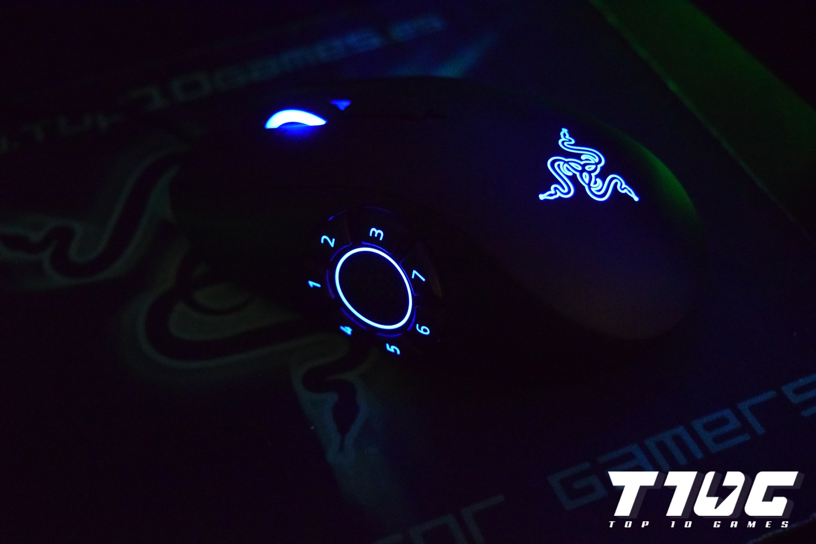 16 - Razer Naga Hex V2 - TOP10GAMES